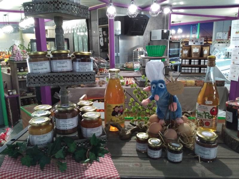 Nombreux produits locaux et régionaux disponibles au sein de la boutiques des Halles Saint Bonnet à Bourges (18).